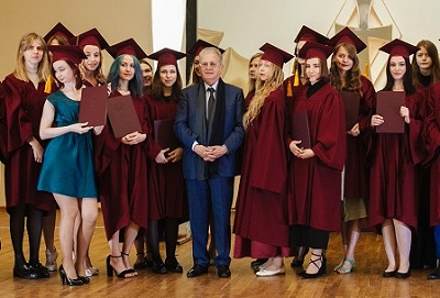 Приглашаем всех выпускников на онлайн-праздник