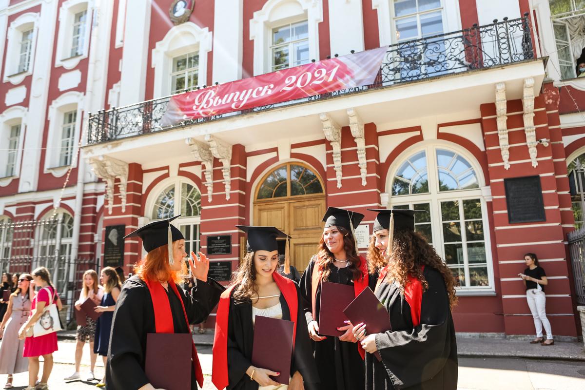 «Дипломы и ваше будущее в ваших руках!»: в СПбГУ состоялся выпуск востоковедов и африканистов