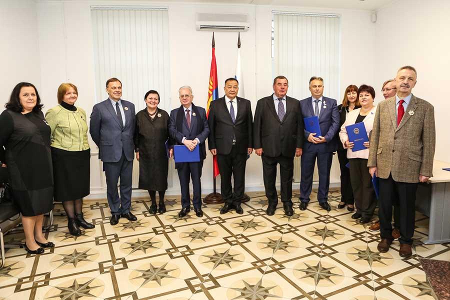 Универсанты получили награды Монголии