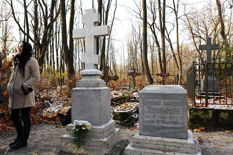 Восстановлен памятник на захоронении профессора СПбГУ Даниила Хвольсона