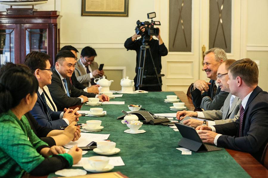 Санкт-Петербургский государственный университет посетил вице-премьер Монголии