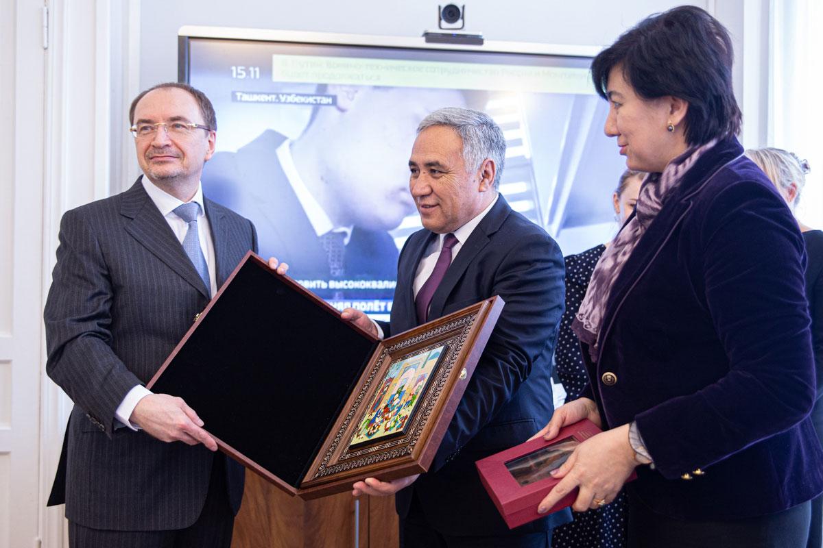 Делегация Узбекистана заинтересовалась востоковедением и биомедициной в СПбГУ