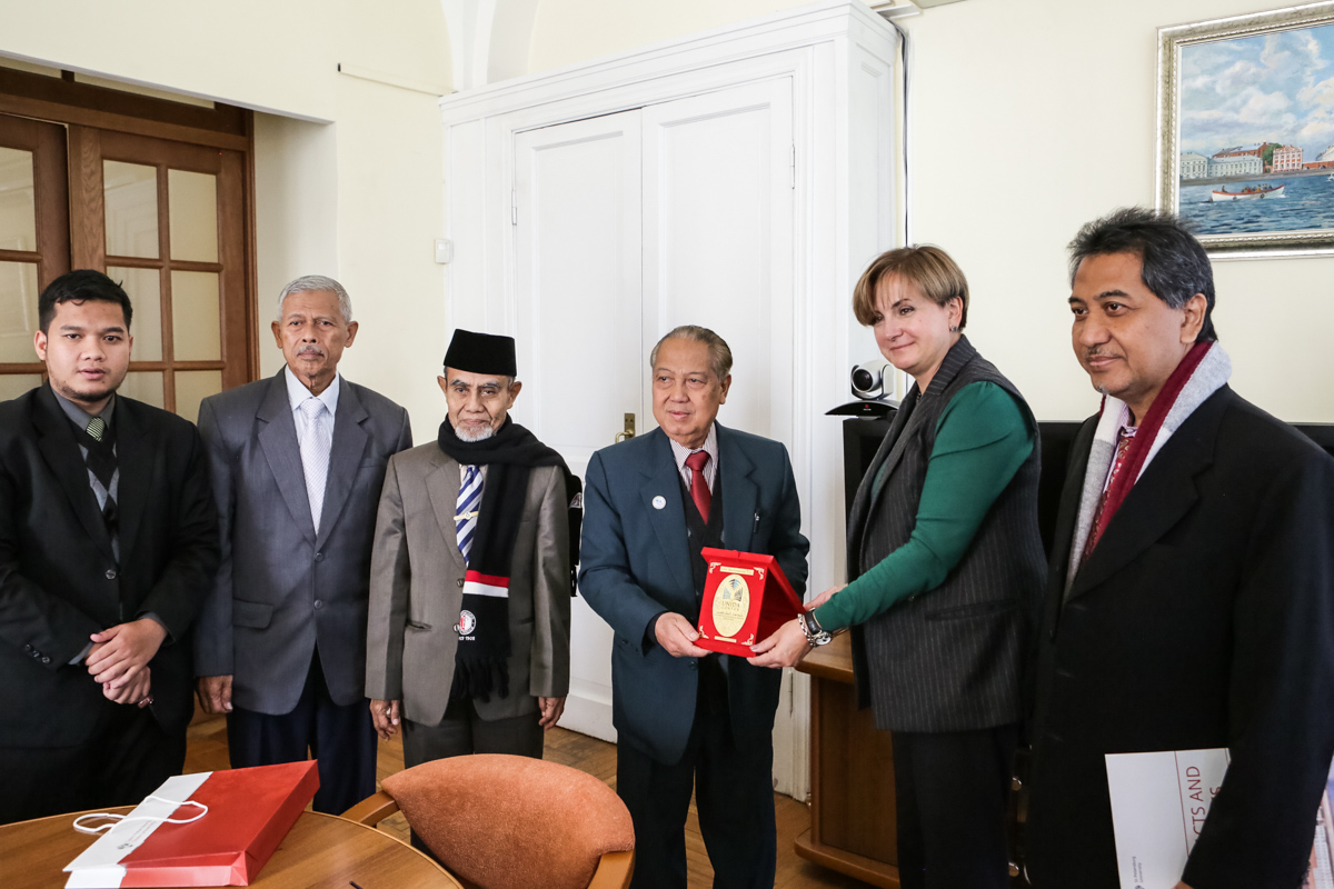 St Petersburg University establishes cooperation with the University of Darussalam Gontor