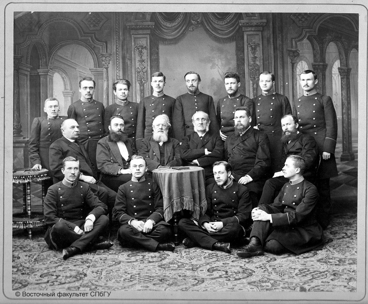 Преподаватели и студенты в 1892 г.